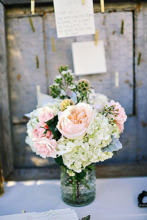 Aranjamente florale cu bujori. Bucatarella.ro #cute #beautiful #peonies #flowers #floral #wedding #arrangements #FF #outdoors #followback