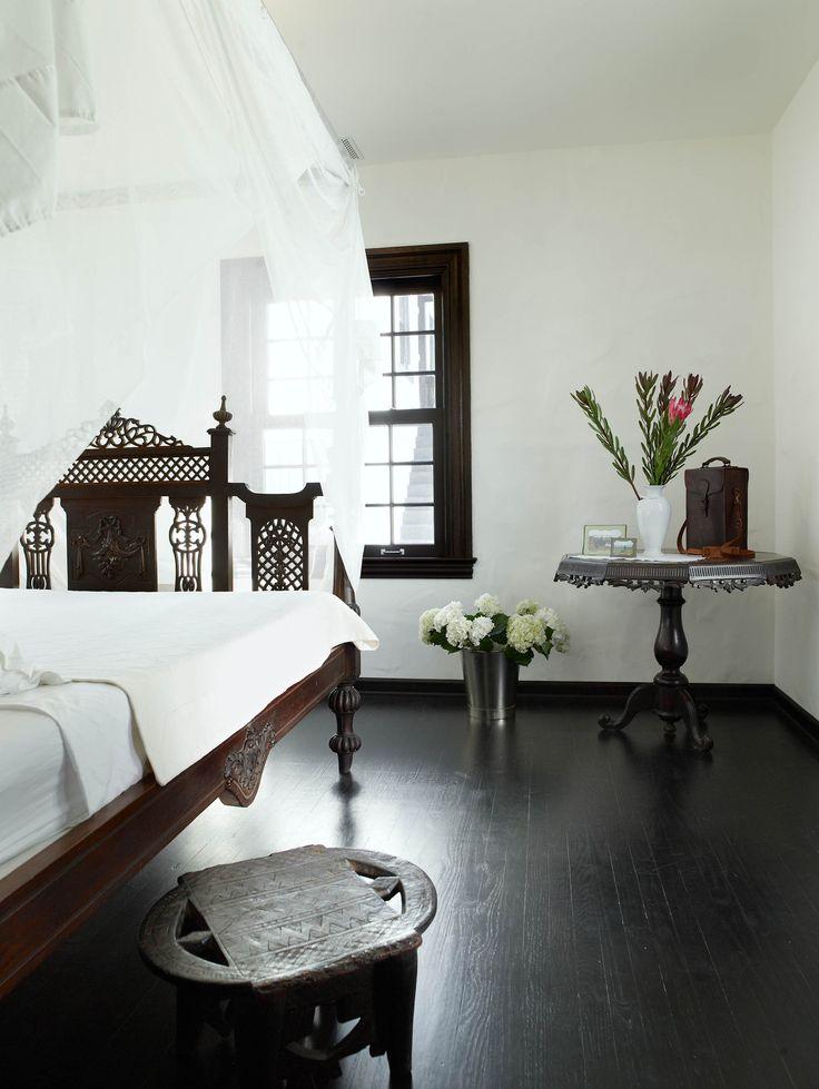 Ажурное изголовье кровати подчеркнет стилистику Греции у вашей спальне