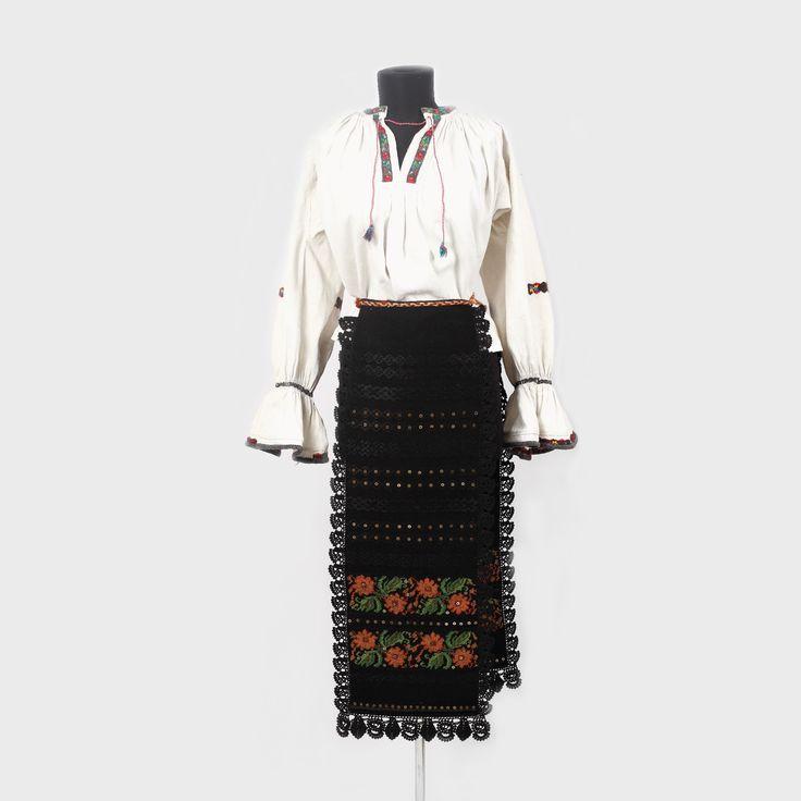 Romanian traditional costume from Maramureș  Costum popular format din cămaşă și catrințe de Maramureș, prima jumătate a sec. XX  Lăpuş, Maramureş și Bistrița Năsăud