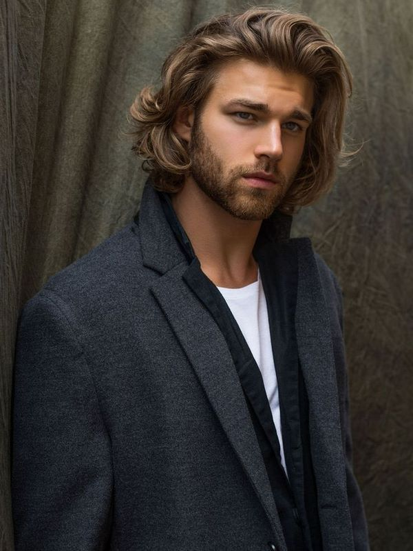 Shoulder Length Curly Hairstyles For Fashionable Men Long Hairstyle Men Long Hair Styles Men Mens Hairstyles Men S Long Hairstyles