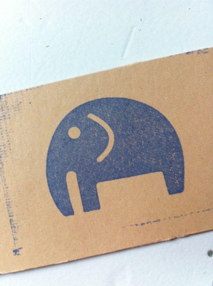 Jouw logo of leuke afbeelding op een stempel #stempelfun  https://www.stempelfun.nl/nl/product/handstempel-fa-30x60cm/