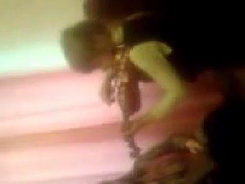 Даша  Миленина играет на скрипке