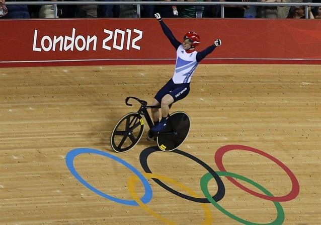 Jason Kenny, Team GB, celebrates winning the gold in the men's sprint