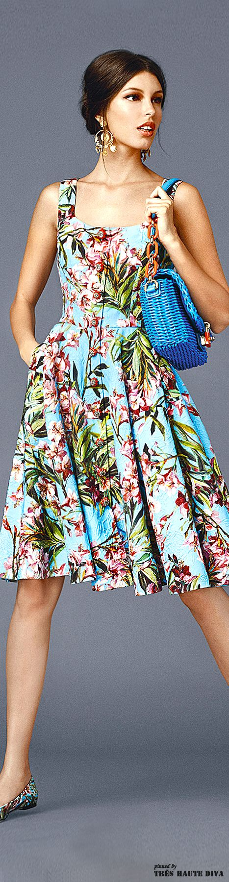 Dolce Gabbana Spring/Summer 2014 Looks like this has a front-zip as part of the dress design