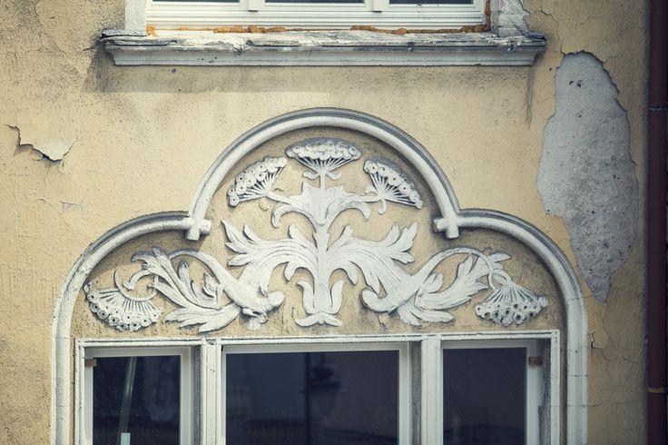 Wybudowana w 1900r., zaprojektowana przez Józefa Święcickiego #kamienica przy ulicy Cieszkowskiego 4 w #Bydgoszczy, dzięki staraniom dewelopera Moderator Inwestycje odzyskuje dawną świetność.Wspólnota mieszkaniowa podczas remontu, zadbała o #detale i szczegóły czyniące kamienicę świadkiem minionej belle époque. Wkrótce będzie gotowa