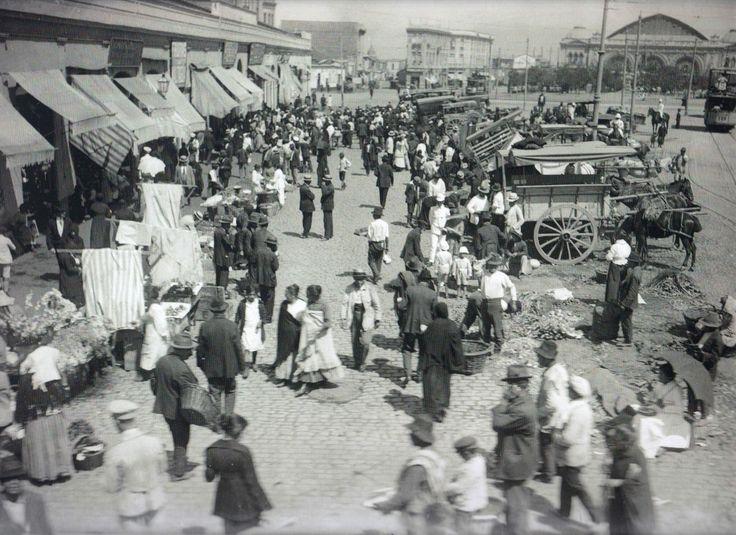 Frontis del Mercado Central y barrio Estación Mapocho de Santiago, c1915.