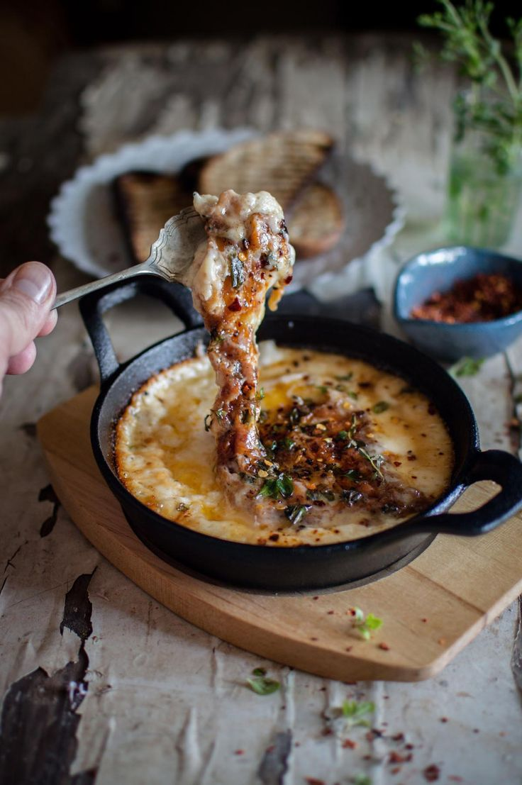 Provoleta - Argentinian grilled cheese cooked in Pyrolux pyrocast round gratin