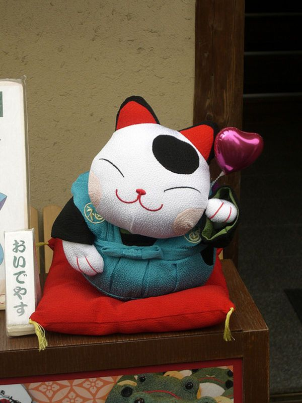 Maneki Neko: Japan's Lucky Cat