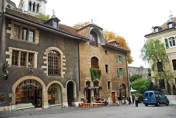 1465355840 geneva old street