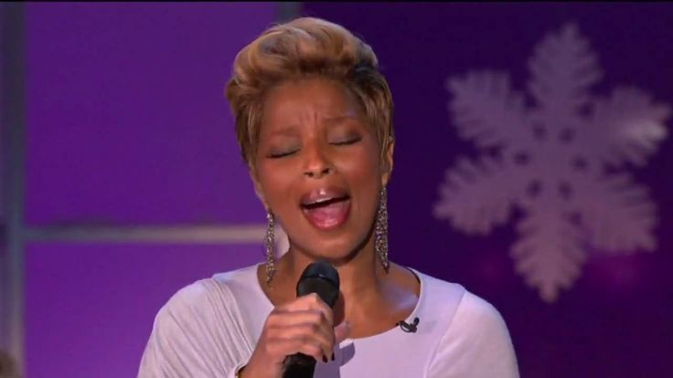 "Mary J. Blige & Andrea Bocelli - What Child Is This (Live) Well...Greensleeves wa mentioned in Shakespeare´s ""The Merry Wives of Windsor"" 1602 twice. Oprah darlinly going Falstaf here : "" Let the sky rain potatoes ! Let the thinder to the the tune of Greensleeves"" ! P.s. I love  talented ""renaissance ""people...I do :) !"