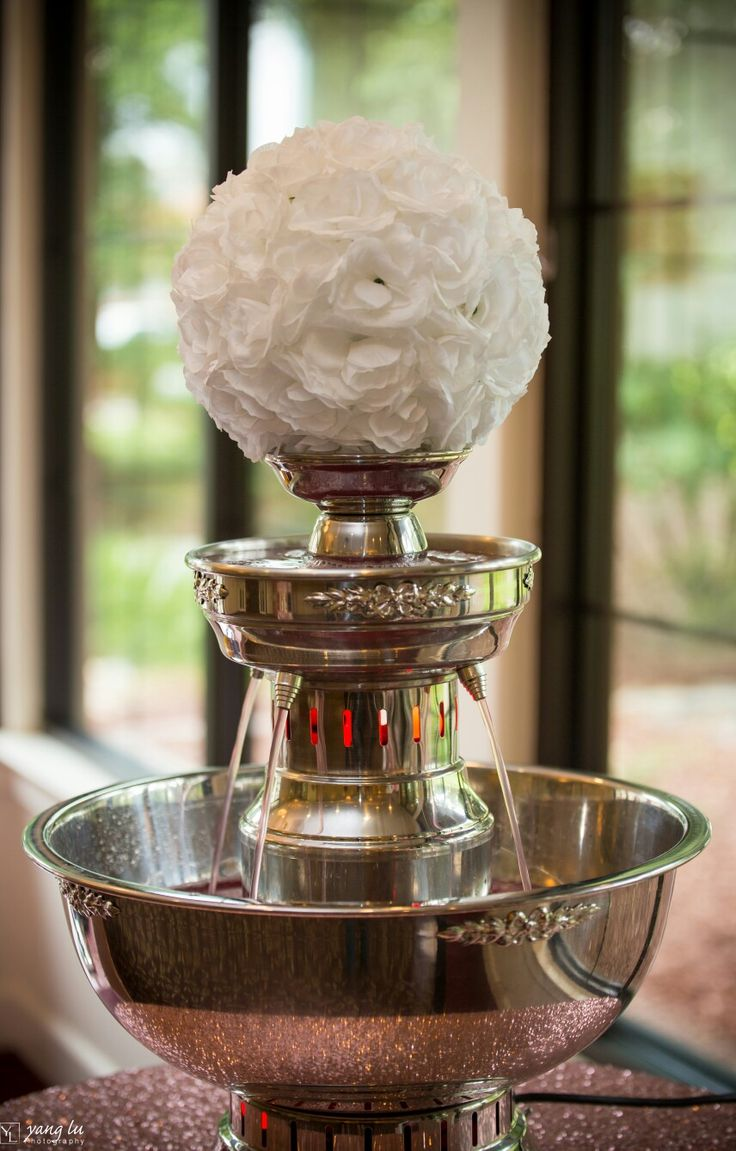 Love this Champagne fountain although with red and black roses of course