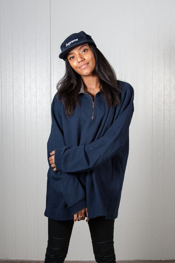 Dark blue half zip Mustang sweater. Shop it here: https://www.etsy.com/nl/listing/505264328/vintage-donker-blauwe-mustang-trui-90s