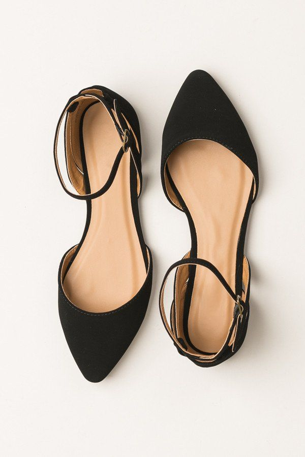 These beautiful matte black flats feature a pointed toe       thin cutout  detailing on
