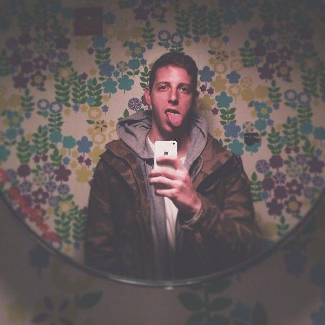 Cara de pato, de gorrión, felfies... conoce las tendencias de selfies en Internet: 3.Cara de rana (frog face) o selfie de lengua (tongue face)