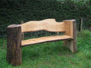 asiento construido con troncos de madera