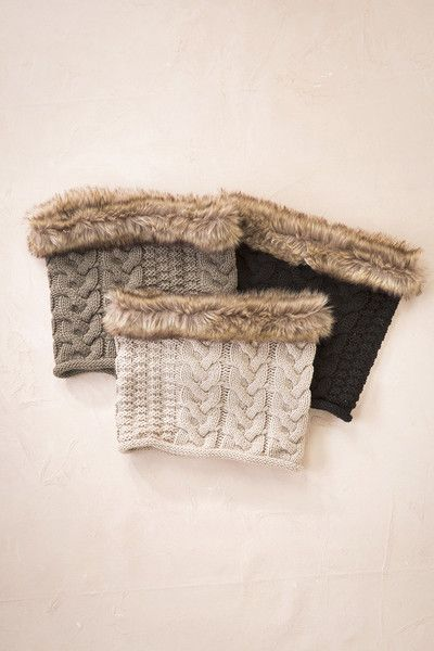 Get ready for the cooler months this coming fall and winter, with this fur trim kintted snood. For yourself or as a gift, this comfy/cozy snood would make an id