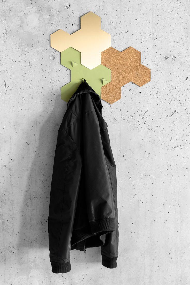 Spiegel, jashaak en prikbord van kurk. Valence producten op de vt wonen & design beurs 2015. #VTWDBEURS #vtwonenendesignbeurs #interieur Design: SjoerdJonkers