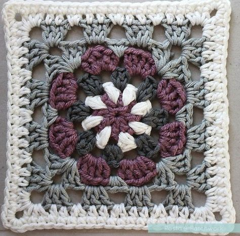 """""""Lily Pad"""" Granny Square - Free Crochet Pattern & Tutorial - Pasta & Patchwork"""