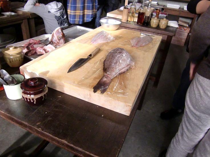 まな板と大きな魚