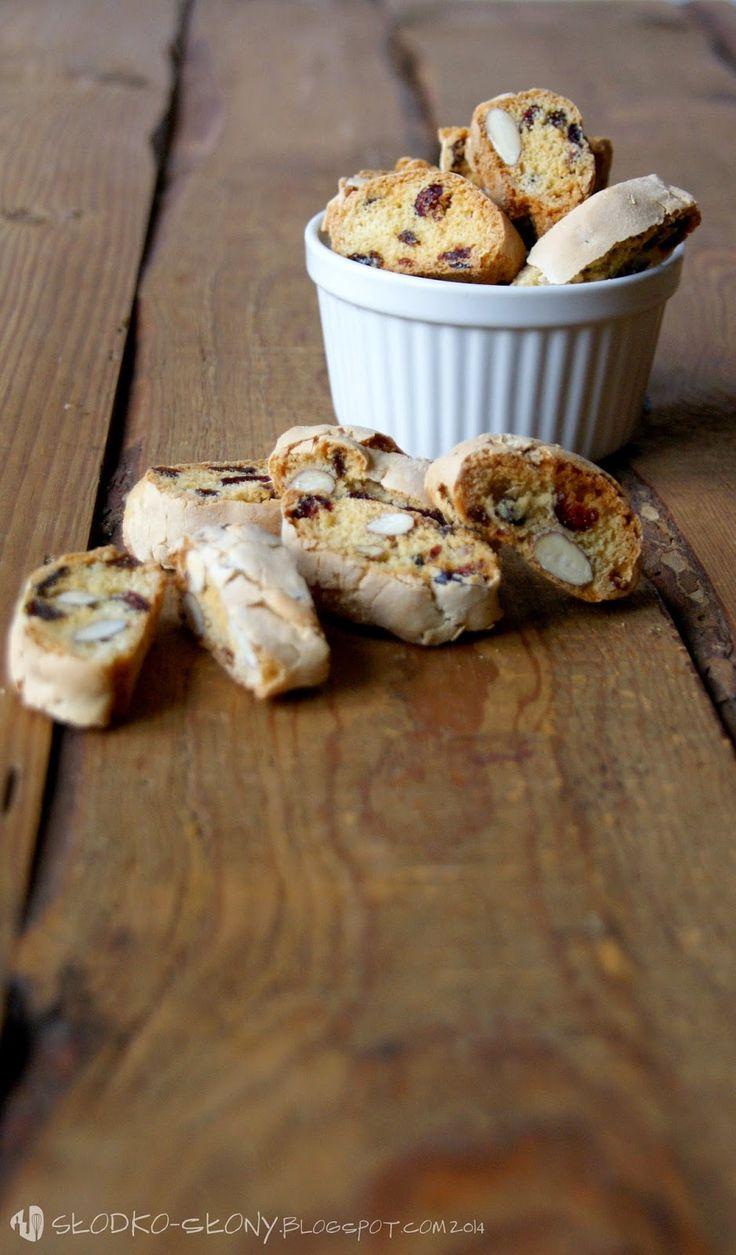 www.slodko-slony.blogspot.com - cantuccini z rodzynkami, migdałami i żurawiną / cantuccini with raisins, almonds and cranberries
