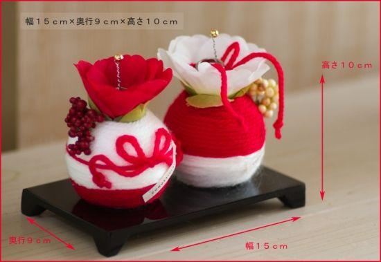 リングピロー和風結婚式に器に水引で飾った苔玉をのせた和リングピュロー、シンプルな指輪立て。