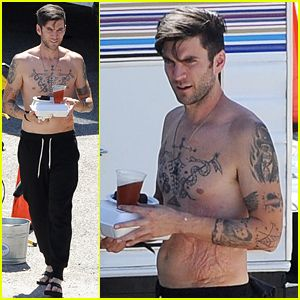 Hunger Games' Wes Bentley Walks Around His Movie Set Totally ...