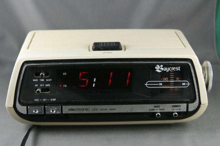 Vintage 70's  Baycrest AM/FM Clock Radio Retro