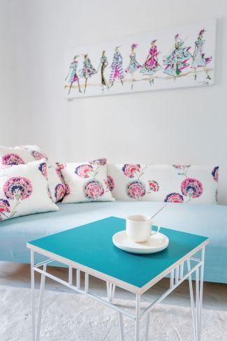 Table made of KoskiDecor eco transparent turquoise