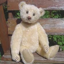 Cute little guy. Looks like a Daniela bear?