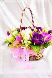 """Chocolate bouquet. Букет из конфет  """"Интуиция"""" – необычные сиреневые и фиолетовые розы в одном букете.  Букет состоит из 9 распустившихся роз и 6 бутонов ручной работы из флористической бумаги, всего 15 роз. Внутри каждой – конфета."""