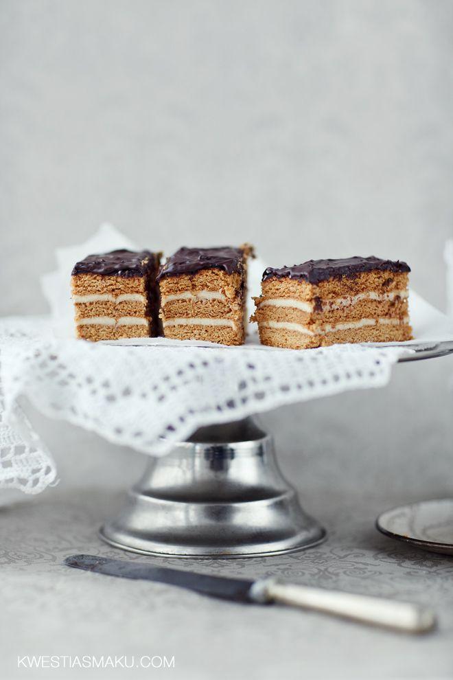 Stefanka. Ciasto miodowe z masą z kaszy manny z polewą z czekolady.