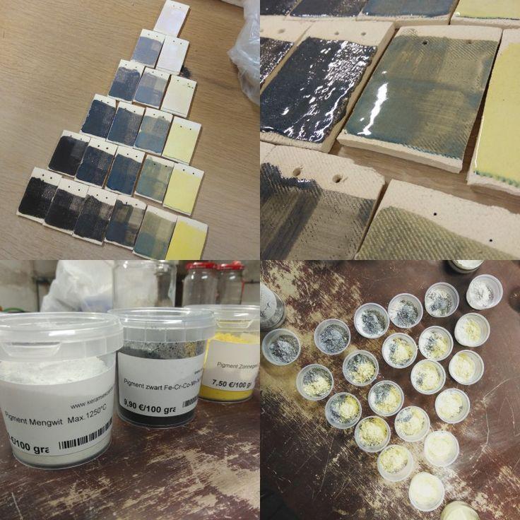 Proefplaatjes met glazuur. Kleuren driehoek van wit, geel en zwart pigment. Gebakken op 1040°C. Glazuur 50% glanzen en 50% mat.