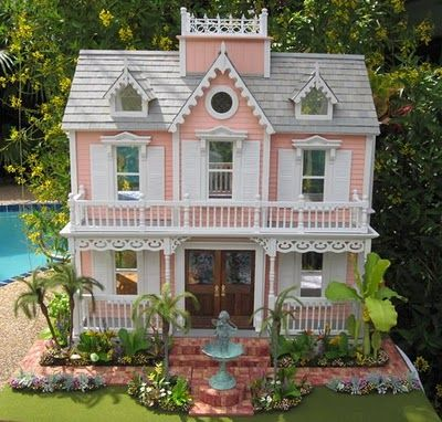This is almost exactly the color scheme I want to use on the dollhouse my cousin gave me for Wyrmling.