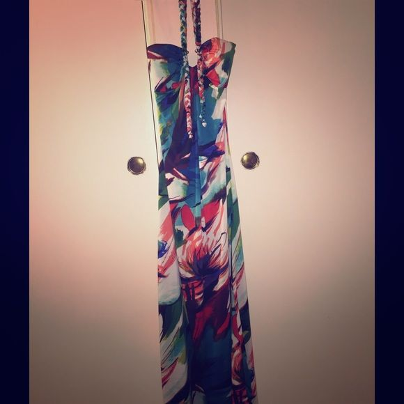 Hawaiian theme maxi dress Long flowy fitting, never worn. Bought for wedding, never wore it. Very cute design Dresses Maxi