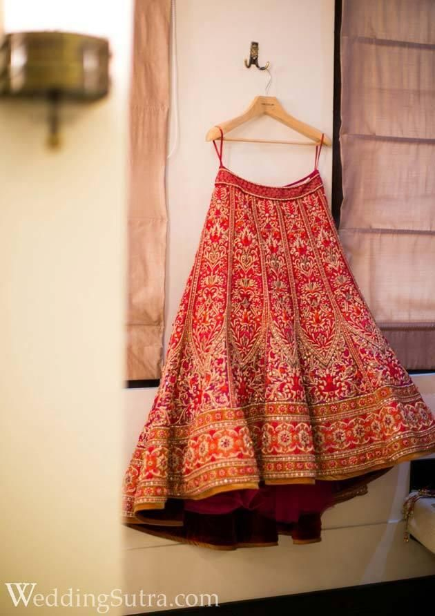 gorgeous bridal lehenga www.weddingstoryz.com bridal wear ideas designs patterns lehenga outfit zari zardozi indian weddings