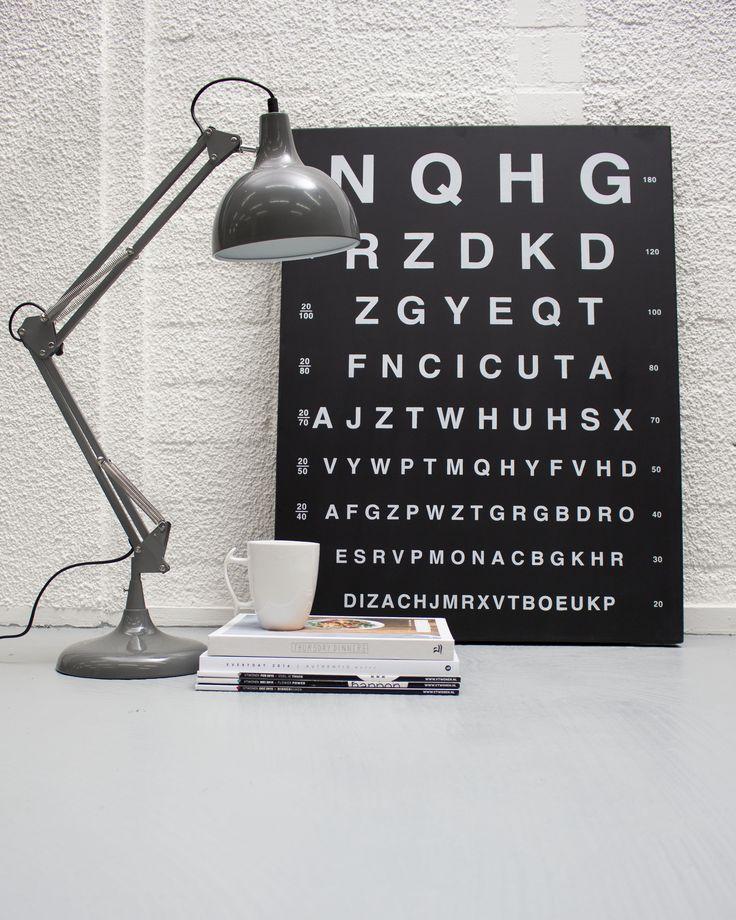 Bureaulamp Hobby in grijs is een mooie industriele bureaulamp die praktisch is en toch mooi is vormgegeven. De industriele bureaulamp in het grijs heeft een maximale hoogte van 78cm. De voet heeft een doorsnede van 19 cm. Deze bureaulamp heeft een mooie warme grijze kleur en kan in meerdere standen gezet worden. Bureaulamp Hobby is afkomstig van het merk Light & Living.