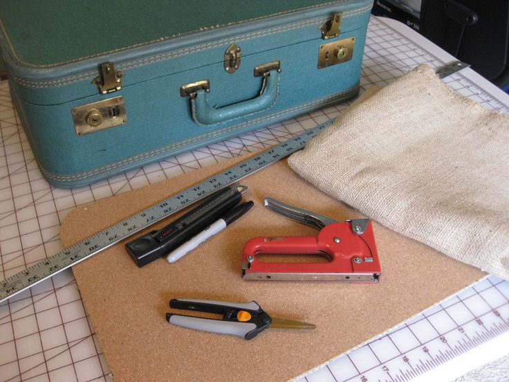 VINTAGE SUITCASE TO CRAFT SHOW DISPLAY