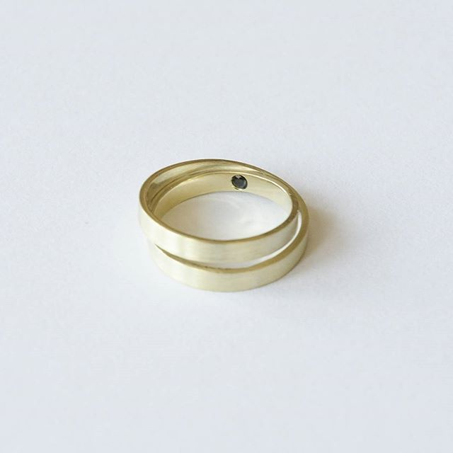 ⚫Secret black diamond ⚫ #engagementring #diamondring #blackdiamond #gold…