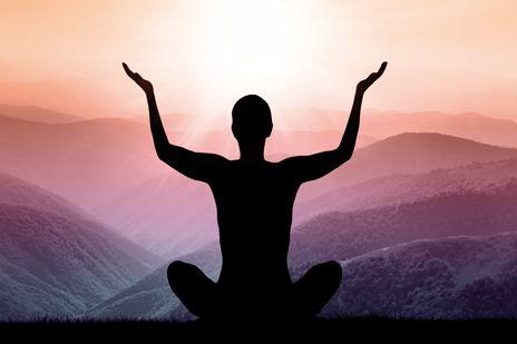 L'ESSENCE SACRÉE DU YOGA. Dans une société où, face aux exigences matérialistes et fonctionnelles, tout est si vite dénaturé, le yoga, comme tout ce qui fait partie de la réalité sans illusion, manque bien de perdre son essence. Quelques rares témoins de l'authenticité font parfois surface, c'est le cas des yogis dont nous allons parler. | Rebelle-Santé