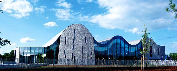 Centre Aquatique Ludique Aquarena - Arras (62) Architecte : Sarea, Alain Sarfati, Paris (75)  Entreprise : Diter  Photos : Noelle Hoeppe Solutions WICONA utlisées : Façades MECANO, Fenêtres Absys, Portes Absys Droits Réservés WICONA
