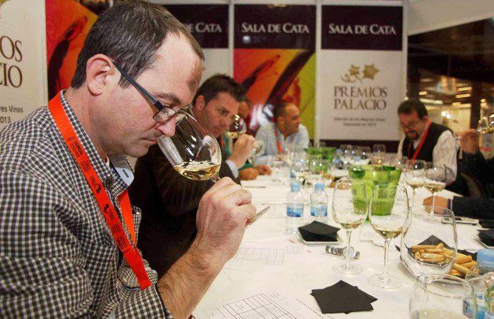 12 Medallas para las bodegas españolas en la 14ª Feria del Vino de Torremolinos http://www.vinetur.com/2013112513972/12-medallas-para-las-bodegas-espanolas-en-la-14-feria-del-vino-de-torremolinos.html