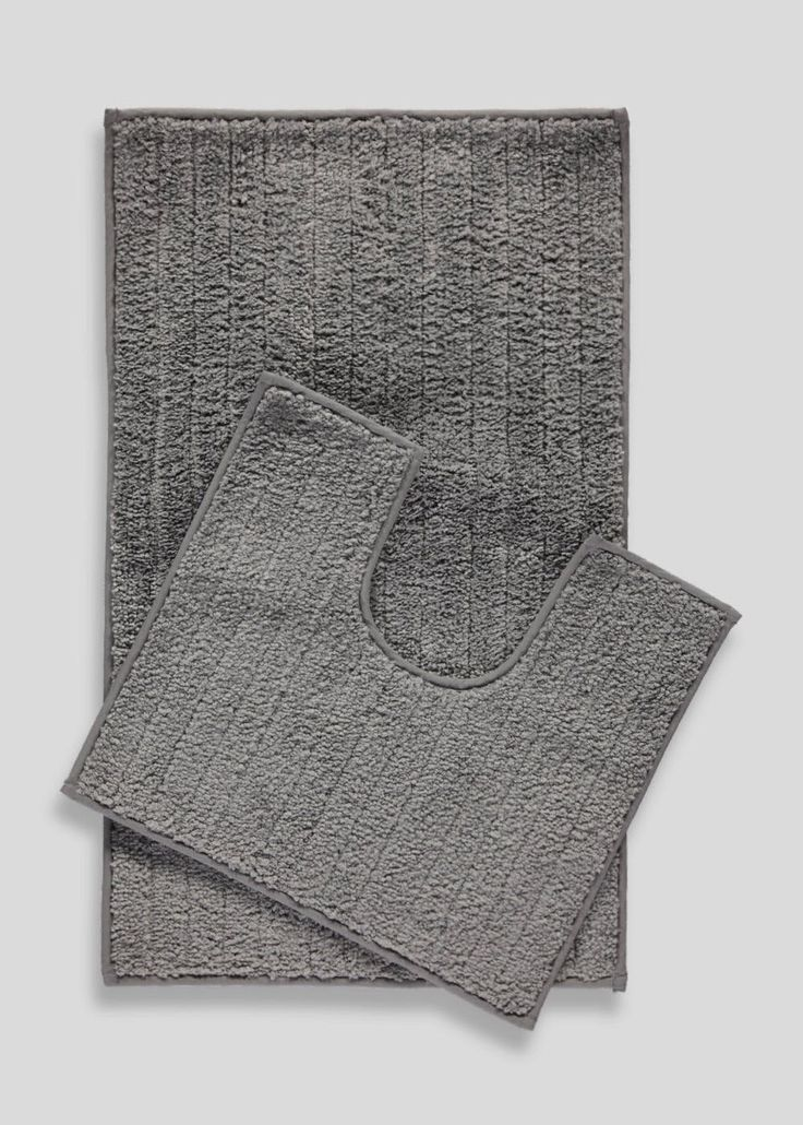 Great value bath mat and pedestal mat set in grey. Locks in water with quick drying technology and features anti-slip reverse. Bath mat: 75cm x 45cm....