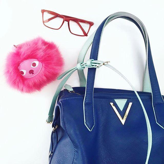 LOEK kiest roze! Bij Colour Blocking worden felle en wilde kleuren met elkaar gecombineerd. Roze en blauw leggen een goede basis voor deze terugkomende trend. Op de foto zie je Sint Maarten CP174A!  #Monday #mondays #accessoires #combineren #color #mijnloek #loek #loeknl #colour #colourblocking #ysl #trend #fashion #trending #mode #modeblogger #fashionblogger #fblogger #ootd #potd #pink #christmas