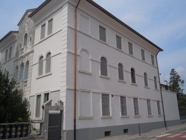 Decorazioni architettoniche per facciate ed esterni restauro villa, restauro decorazioni facciata, cornici per facciata,