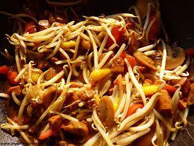 bijna net zo lekker als thuis: Oosterse kip met paprika, mango, champignons, taugé