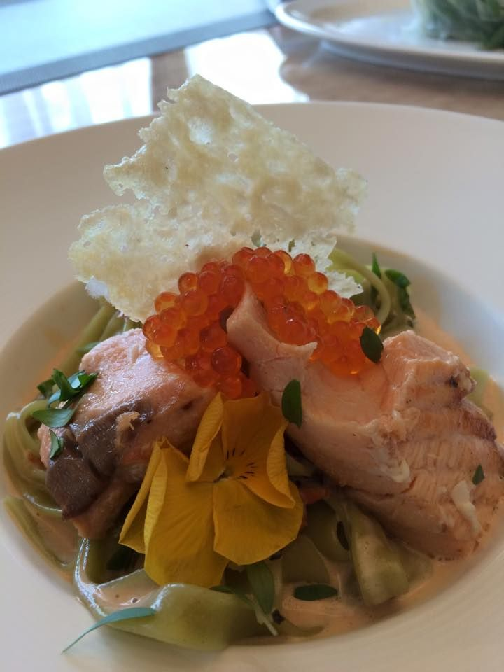 Fettuccine-green with salmon served with a creamy sauce and decorated with red caviar