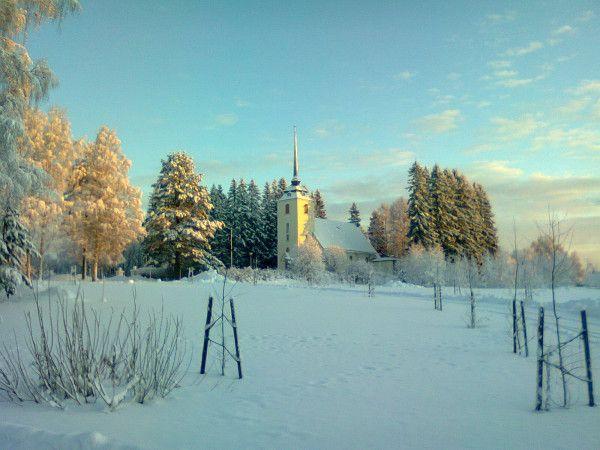 Hammasladen kirkko / Hammaslahti church, Pohjois Karjala, #Finland, 10am 10.1.12. Picture taken by @raitapaita with #Nokia C3 phone camera (2mp)