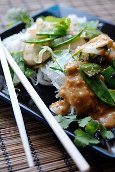 vegan: thai style tofu and snow peas on rice vermicelli with lime peanut sauce recipe...: Peanut Sauces Recipes, Thai Style, Style Tofu, Peanut Sauce Recipes, Cups Peanut, Rice Vermicelli, Peanut Butter Cups, Limes Peanut, Snow Peas