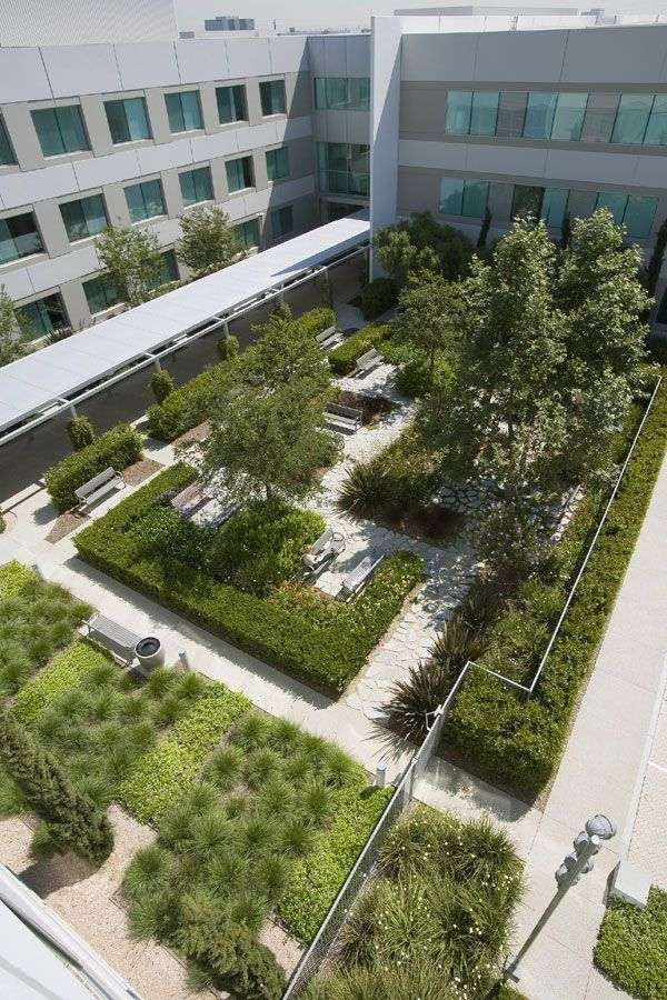 ASLA 2005 Professional Awards: Toyota Motor Sales south campus, Torrance, CA Small courtyard