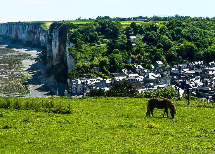 """Yport, ein kleines Dorf in der Normandie. Hier hat Isabelle ihren Frieden gefunden. """"Fremdes Kind"""" https://www.amazon.de/Fremdes-Kind-Verena-Dahms-ebook/dp/B00XYOSBOQ"""